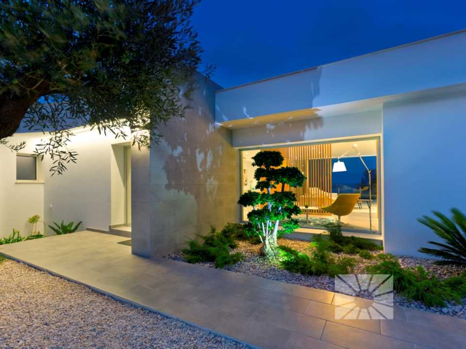 Marketing Exterior Contemporary PLUS